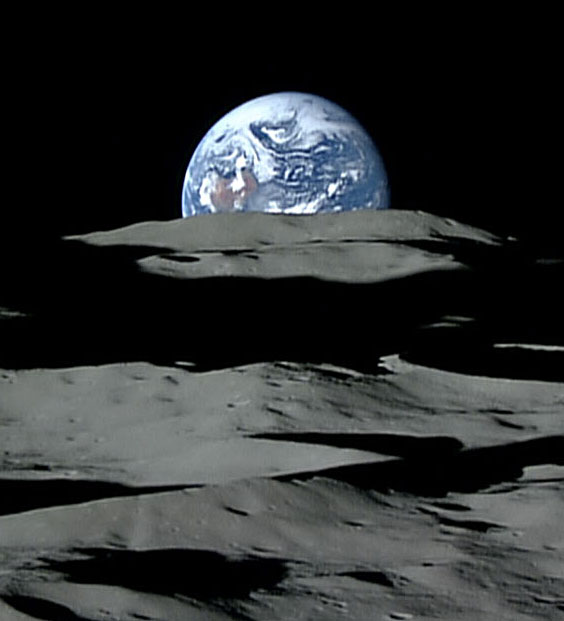 Image of the Earth from the Moon taken in 2008, by the Japanese spacecraft The Kaguya Lunar Orbiter. Image:  Erduntergang hinter dem Mond. Bild Jaxa.