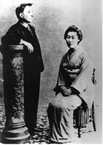 Hearn with his wife, Setsuko (1868-1932).